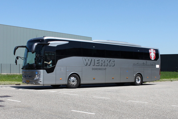 Bus met aanhanger DE