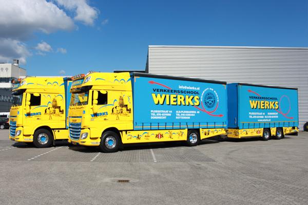 Vrachtauto met Aanhangwagen CE